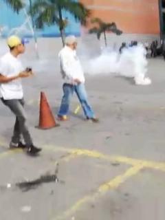 [Video] Apenas comienzan protestas en Venezuela, y policía ya lanza gases lacrimógenos