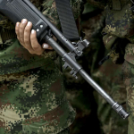 Soldado con fusil