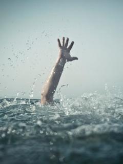 Joven murió ahogado frente a indolentes amigos que lo grabaron en vez de ayudarlo