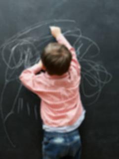 Niño de 5 años llevó heroína a clase y dijo que al probarla se sentía el Hombre Araña