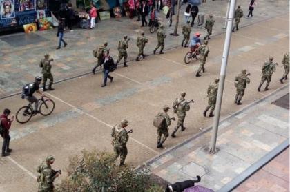 Militares en calles de Bogotá