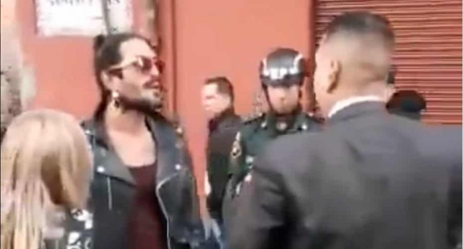 Hombre reducido con taser en Bogotá