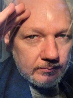 Suecos archivan caso por violación contra fundador de WikiLeaks Julian Assange