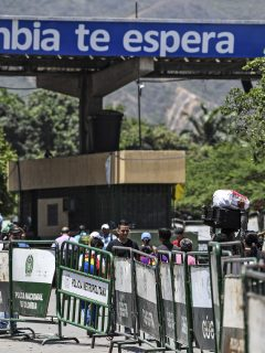Ante tanta expulsión de extranjeros, Colombia cierra fronteras por el paro nacional