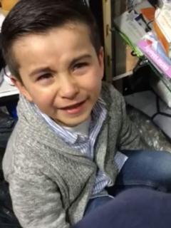 """[Video] El colegio """"fue inventado por un loco"""", dice niño, y muchos le dan la razón"""
