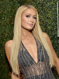 Paris Hilton 'enloquece' a famosas en su llegada a Bogotá; ¿viaje de negocios o placer?