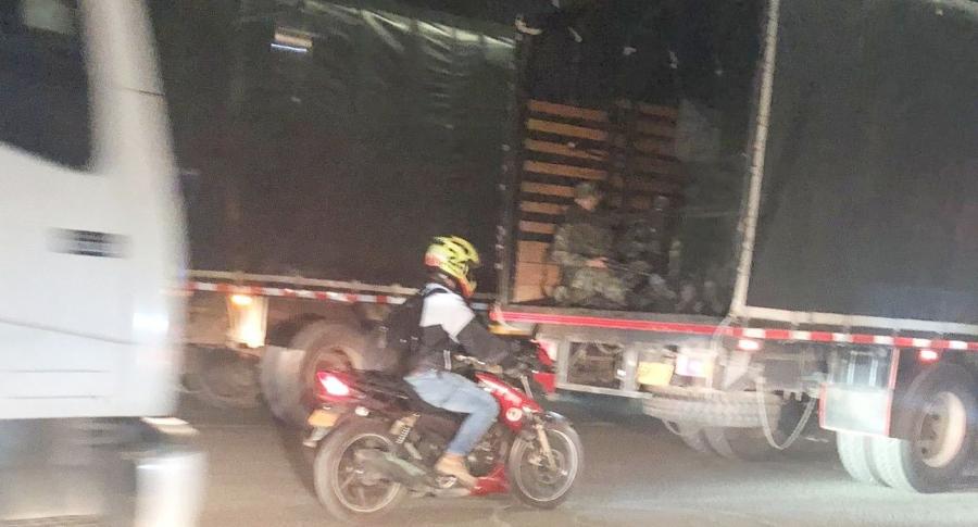 Camiones de militares entrando a Bogotá