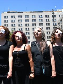 Luego de 222 manifestantes con lesiones oculares, policía chilena ya no usará perdigones