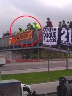 Por retirar pancartas del paro, policías ¿paranoicos? acabaron quitando información vial