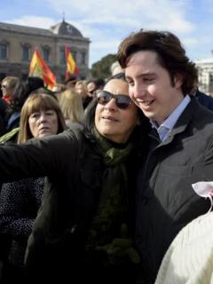 Conocido impostor español, el 'Pequeño Nicolás', agrede con cuchillo a mesero