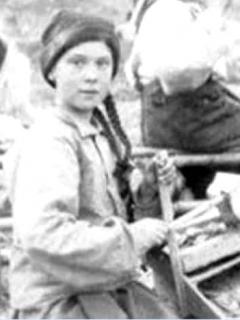 Lo nuevo de Greta Thunberg: ahora dicen que es una viajera del tiempo por vieja foto