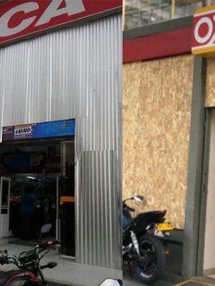 Supermercados estrenan blindaje antidisturbios por el paro
