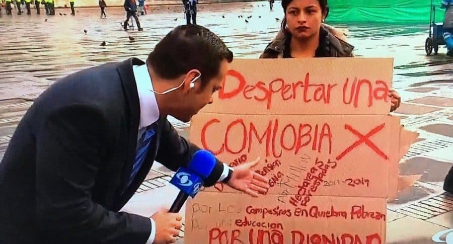 Error ortográfico en cartel de protesta.