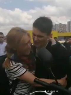 [Video] La desesperación de una mamá al ver que policías capturaron a su hijo en marcha