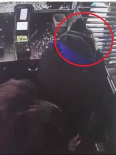 [Video] Inocente trabajadora de Transmilenio quedó herida por ataque contra estación