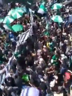 Centenares de barristas de Nacional y Medellín dieron ejemplo marchando y cantando juntos