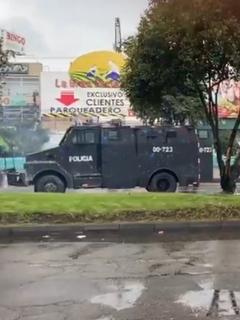 Caos en Avenida Ciudad de Cali (en Bogotá) por paro; Esmad intenta controlar con gases