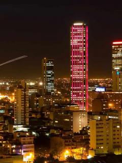 Histórico: masivo 'cacerolazo' en Bogotá, al estilo de Venezuela, Bolivia y Argentina