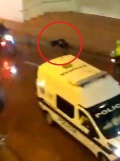 [Video] Policías apalearon a mujer sola y la dejaron botada e inconsciente en la calle