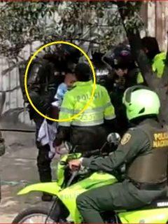 [Video] Bebé que se ahogaba con gas lacrimógeno fue auxiliado por policías del Esmad