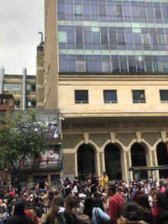 [Videos] Carrera Séptima, bloqueada (otra vez) por manifestaciones cerca de U. Distrital