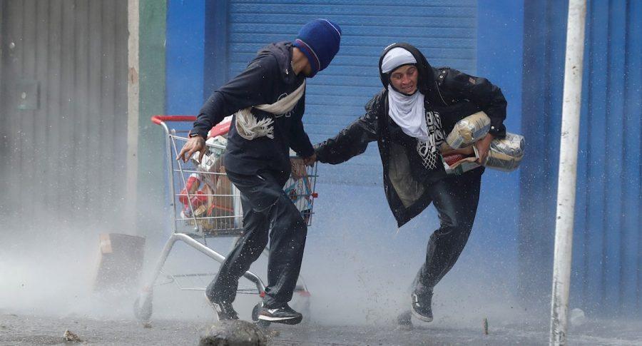 Ladrones en medio de manifestaciones.