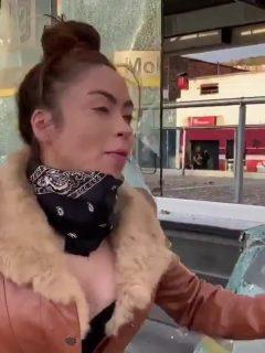 Extraños rompen los vidrios de peluquería de 'Epa Colombia', en Bogotá