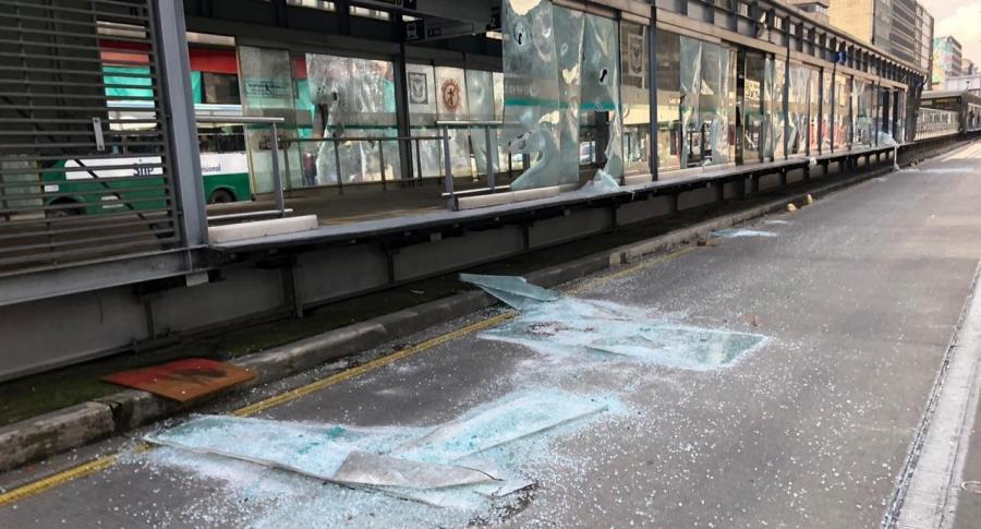 Estación de Transmilenio vandalizada