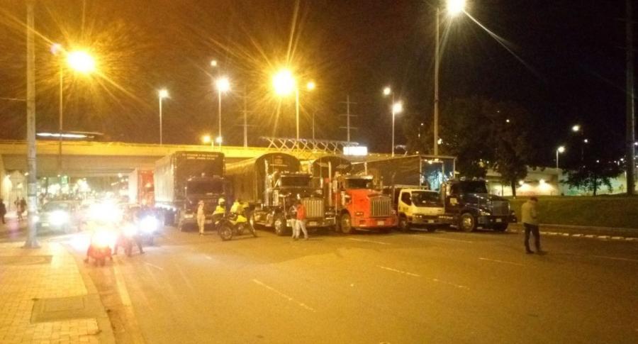 Camiones en la Autopista Norte