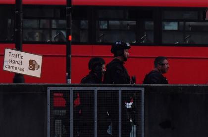 Autoridades sobre el puente de Londres