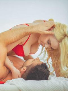 2 posiciones poco comunes pero efectivas para tener orgasmos solo con penetración
