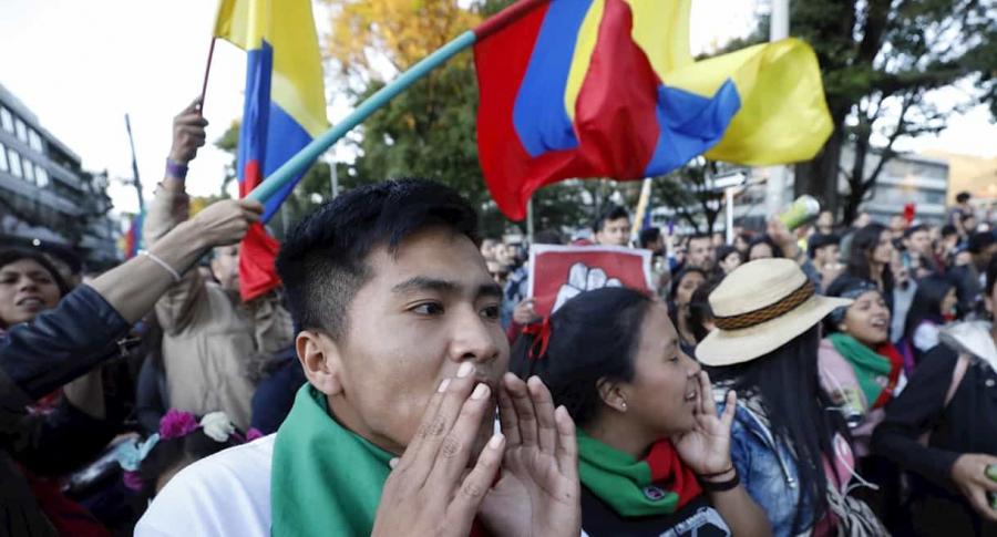 Indígenas protestando en Bogotá