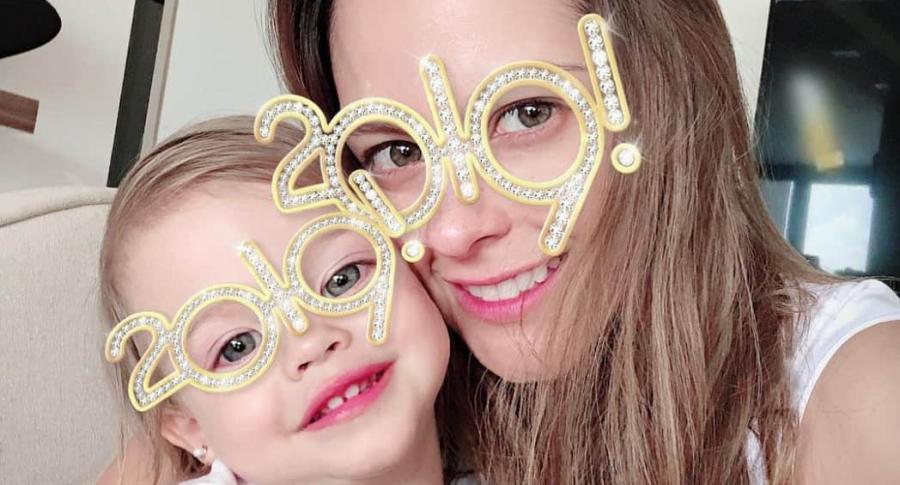 Laura Acuña, presentadora, con su hija Helena Kling.