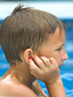 Sacudir la cabeza (muy rápido) para sacar el agua del oído puede causar daño cerebral