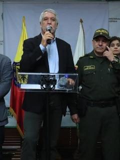 """Ejército no será """"espectador"""" en caso de """"terrorismo"""" en marchas: Peñalosa"""