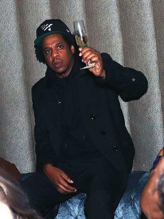Jay-Z celebra sus 50 años, pero los que reciben regalo son sus fans