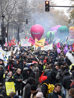Francia soporta parálisis de transporte y educación por huelga contra reforma de pensiones
