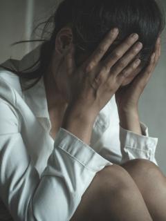 Prenden fuego a una víctima de violación múltiple en India cuando iba a testificar