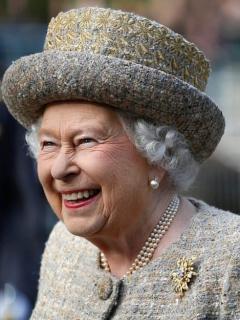 ¿Por qué la reina Isabel pide que los hielos de sus bebidas siempre sean redondos?