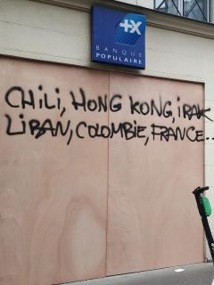 [Foto] Manifestantes franceses meten a Colombia en grafiti sobre protestas