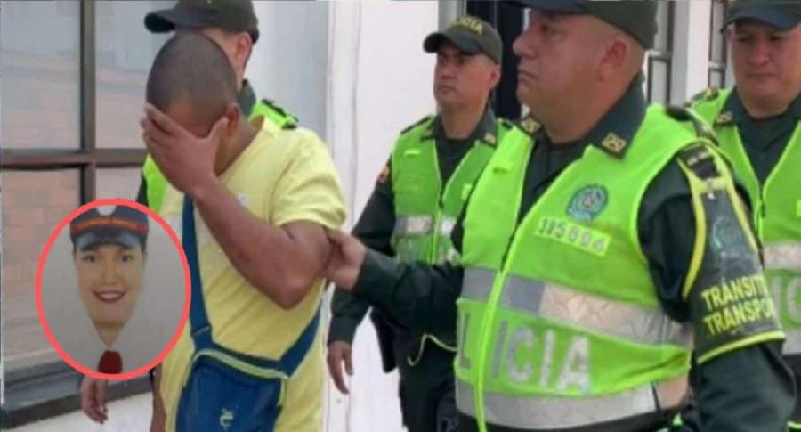 El presunto homicida acompañado por policías; en el círculo, la mujer asesinada