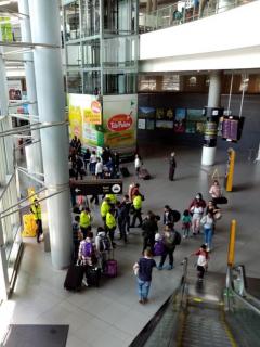 Autoridades detienen a manifestantes y periodistas en medio de plantón en El Dorado