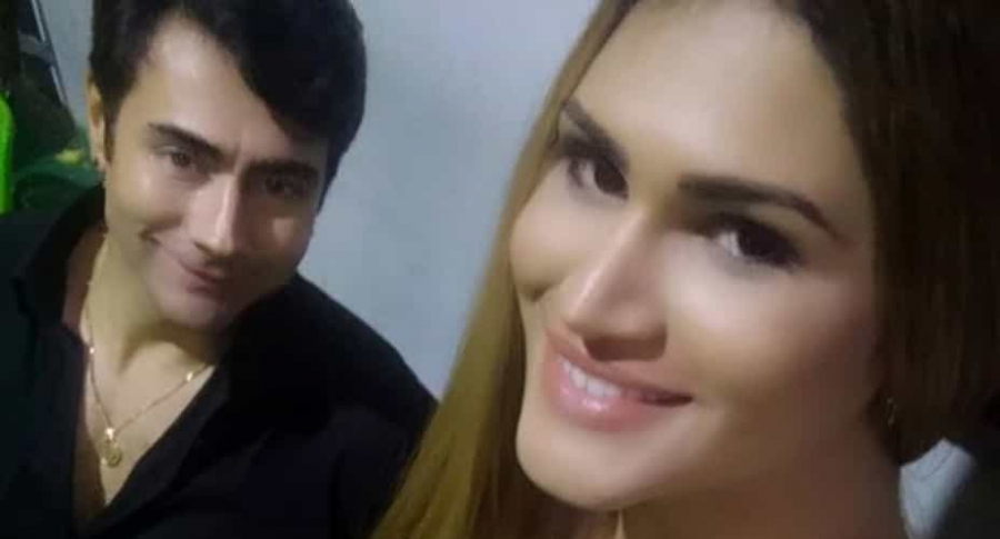Mauro Urquijo y esposa.
