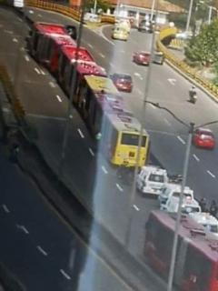 Tres buses de Transmilenio chocaron entre sí y dejaron ocho personas lesionadas
