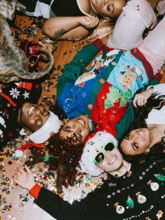 [Foto] Walmart ofrece disculpas y deja de vender saco navideño con referencia a cocaína