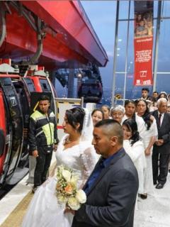 Luego de viaje en Transmicable, 59 parejas se casaron al mismo tiempo en Ciudad Bolívar
