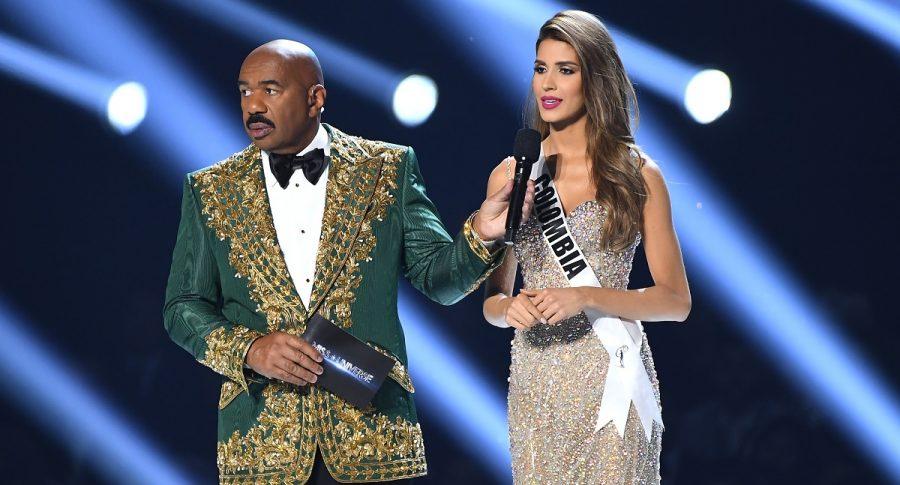 Steve Harvey, presentador de Miss Universo, y Gabriela Tafur, Miss Colombia.