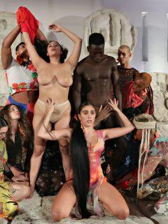 [Video] Hija de Madonna protagonizó 'perfomance' que simulaba una orgía, en Miami