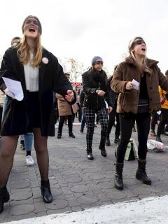 Mujeres arrestadas por cantar 'El violador eres tú' podrían pagar hasta 2 años de cárcel