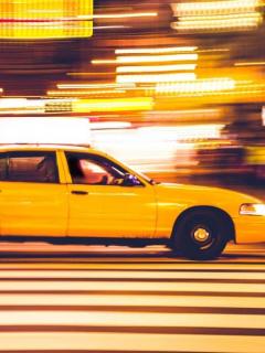 [Video] Taxista derribó con un solo puñetazo a cliente que le pidió poner el taxímetro